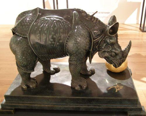 Rhinocéros habillé en dentelles